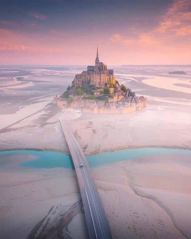 Hòn đảo cổ tích Mont Saint Michel: Hot không thua kém gì tháp Eiffel, thuộc top 3 địa điểm check-in ảo diệu nhất tại Pháp - Ảnh 4.
