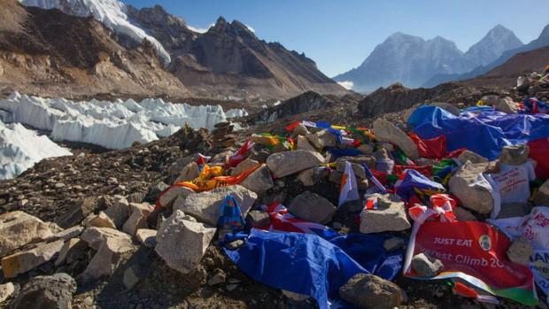 Nepal chính thức cấm mang nhựa lên Everest - bước đầu giải quyết hàng tấn rác chất thành núi trên nóc nhà của thế giới - Ảnh 3.