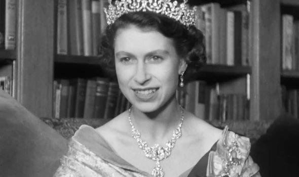 Nữ hoàng Anh mang theo nhiều tấn hành lý trong mỗi chuyến công du - Ảnh 2.