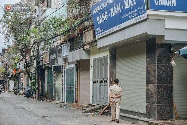 Một tuần sau vụ cháy kho Rạng Đông: Người dân sống cùng khẩu trang nhưng chợ cóc, quán ăn vẫn tấp nập như trước - Ảnh 15.