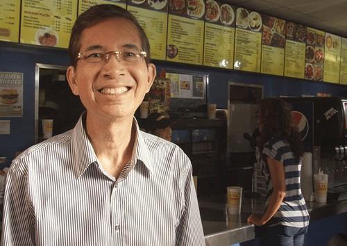 Từng đúp học đến 4 lần, người đàn ông Philipines biến cửa hiệu tạp hóa cũ thành đế chế Fastfood châu Á tại Mỹ - Ảnh 1.