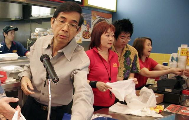 Từng đúp học đến 4 lần, người đàn ông Philipines biến cửa hiệu tạp hóa cũ thành đế chế Fastfood châu Á tại Mỹ - Ảnh 2.