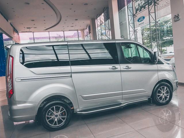 Ford Tourneo bản thương mại ồ ạt về đại lý, giá dự kiến rẻ hơn Kia Sedona - Ảnh 2.