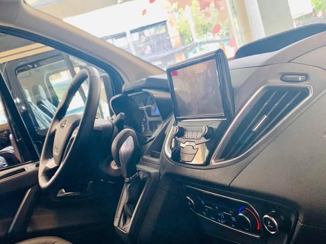 Ford Tourneo bản thương mại ồ ạt về đại lý, giá dự kiến rẻ hơn Kia Sedona - Ảnh 7.