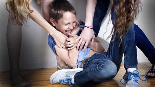 10 sai lầm trong cách nuôi dạy trẻ cần thay đổi ngay: Đừng ví von với chuyện ngày xưa, hiện tại không phù hợp thì cần phải thay đổi  - Ảnh 1.