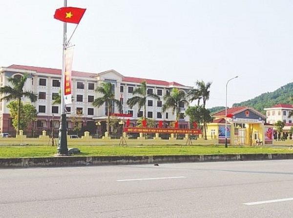 Cảnh cáo nguyên Bí thư huyện ủy ở Hà Tĩnh - Ảnh 1.
