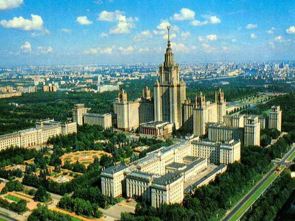 Đại học tinh hoa VinUni: Vẻ đẹp sánh ngang với ngôi trường Lomonosov của Nga, cùng sử dụng kiến trúc Gothic và đặt biểu tượng trên đỉnh tháp - Ảnh 2.