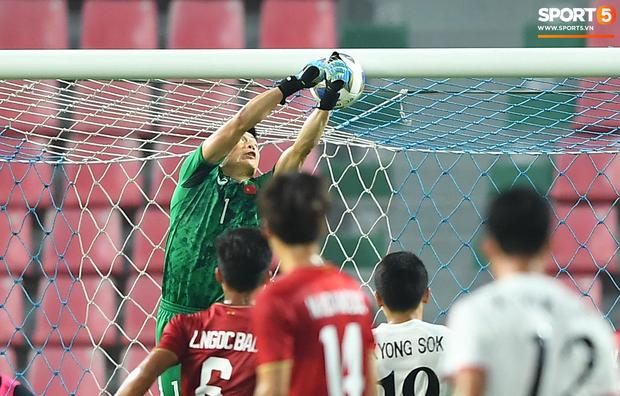 Tiến Dũng thất thần sau pha ghi bàn, cơ hội đi tiếp của U23 Việt Nam bé bằng con kiến - Ảnh 2.