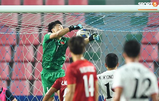 Tiến Dũng thất thần sau pha ghi bàn, cơ hội đi tiếp của U23 Việt Nam bé bằng con kiến - Ảnh 3.