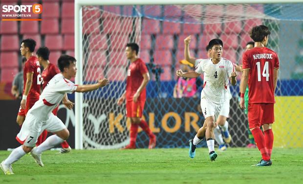 Tiến Dũng thất thần sau pha ghi bàn, cơ hội đi tiếp của U23 Việt Nam bé bằng con kiến - Ảnh 4.
