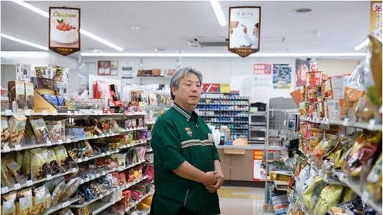 Chủ tiệm tạp hóa Nhật nổi tiếng cả nước vì dám đóng cửa nghỉ Tết 1 ngày - Ảnh 1.