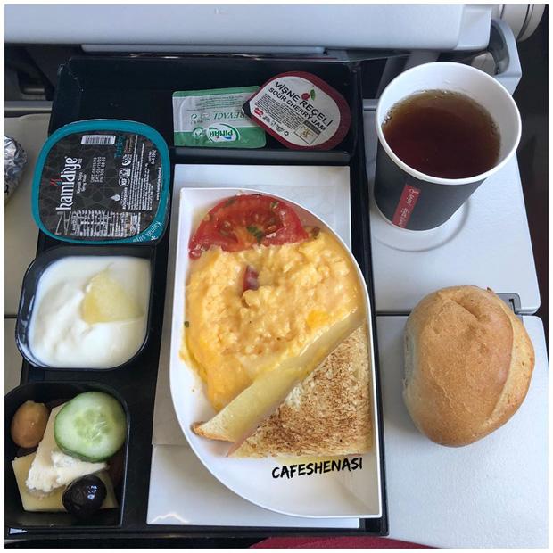 Nhìn phát thèm với suất ăn của các hãng bay trên thế giới, có hãng còn phục vụ cả tôm hùm hoành tráng như nhà hàng 5 sao - Ảnh 14.