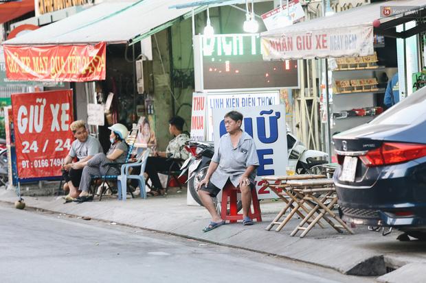 Dịch vụ giữ xe máy xuyên Tết cho người dân rời Sài Gòn về quê hốt tiền triệu mỗi ngày - Ảnh 3.