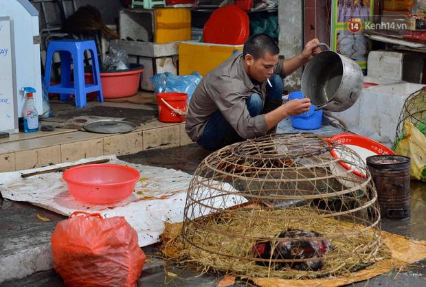 Dịch vụ bán và làm thuê gà cúng giao thừa ế ẩm, nhiều tiểu thương dọn hàng về sớm - Ảnh 8.