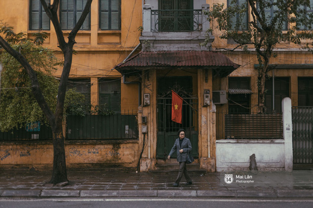 Hà Nội sáng mùng 1 Tết Canh Tý: Sau trận mưa lớn đêm 30, đường phố vắng vẻ như trong cuốn phim cũ nhuốm màu thời gian - Ảnh 11.