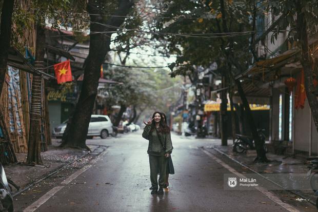 Hà Nội sáng mùng 1 Tết Canh Tý: Sau trận mưa lớn đêm 30, đường phố vắng vẻ như trong cuốn phim cũ nhuốm màu thời gian - Ảnh 3.