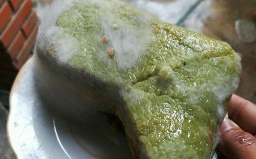 Trong bánh chưng mốc có chứa 2 chất kịch độc gây hại gan, thận, dù loại bỏ phần mốc để ăn vẫn khiến bạn đối mặt với nguy cơ ngộ độc, ung thư - Ảnh 2.
