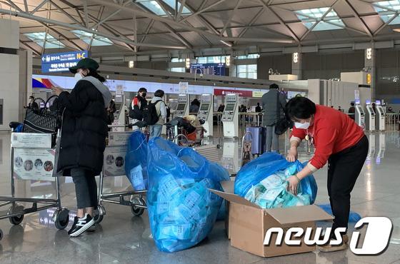 Hàn Quốc ảm đạm sau kì nghỉ Tết Nguyên đán khi già trẻ lớn bé đều sợ dịch viêm phổi Vũ Hán, du khách Trung Quốc mang quà đặc biệt về nước - Ảnh 16.