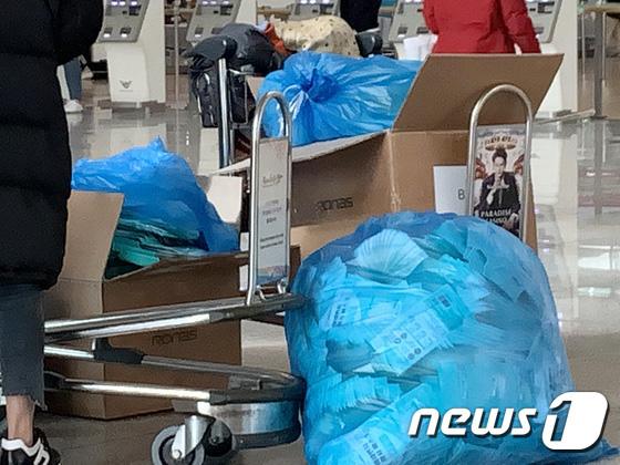Hàn Quốc ảm đạm sau kì nghỉ Tết Nguyên đán khi già trẻ lớn bé đều sợ dịch viêm phổi Vũ Hán, du khách Trung Quốc mang quà đặc biệt về nước - Ảnh 18.