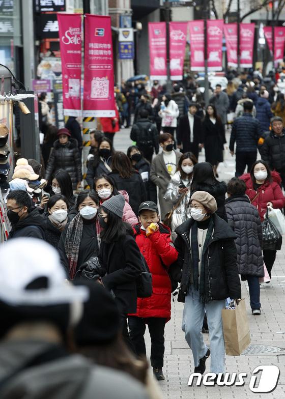 Hàn Quốc ảm đạm sau kì nghỉ Tết Nguyên đán khi già trẻ lớn bé đều sợ dịch viêm phổi Vũ Hán, du khách Trung Quốc mang quà đặc biệt về nước - Ảnh 8.