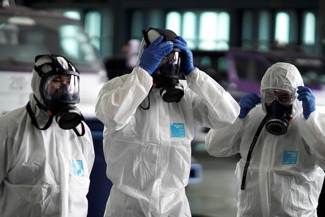 Phát hiện mới: Thời gian ủ bệnh viêm phổi Vũ Hán chỉ khoảng 5 ngày, cứ 1 người nhiễm bệnh sẽ lây cho hơn 2 người khác - Ảnh 1.