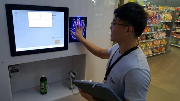 Mô hình cửa hàng tiện lợi không nhân viên ở Singapore - Ảnh 2.