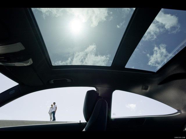 Mercedes-Benz triệu hồi 750.000 xe từ mọi phân khúc vì sợ… bay cửa sổ trời - Ảnh 1.