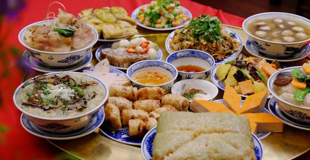 PGS.TS Nguyễn Thị Lâm: Nghịch lý ăn Tết của người Việt ăn ngon, thừa nhưng vẫn thiếu chất - Ảnh 1.