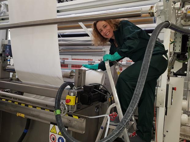 Loại khẩu trang tự tin có thể diệt virus corona: Dệt vải bằng công nghệ siêu âm, dùng lại 100 lần, thẩm thấu chất diệt khuẩn trong từng thớ sợi - Ảnh 1.