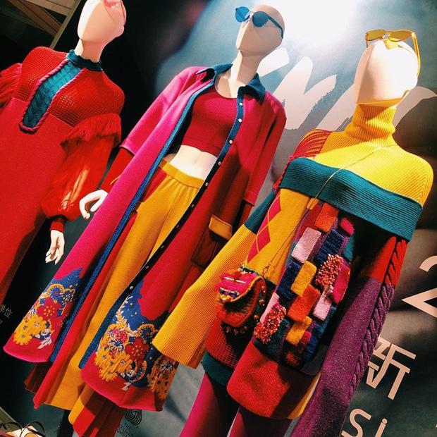 Công xưởng thế giới khốn khổ vì bão virus corona, các thương hiệu thời trang xa xỉ sẽ phải tồn tại như thế nào? - Ảnh 3.