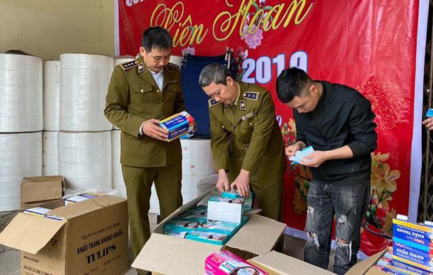 Chủ công ty sản xuất khẩu trang bằng giấy vệ sinh có thể bị phạt đến 15 năm tù - Ảnh 1.