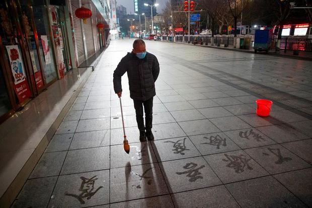 Cảnh tượng hiếm thấy: Hàng triệu người trở lại làm việc nhưng các siêu đô thị Trung Quốc vẫn chìm trong hôn mê vì virus corona - Ảnh 10.