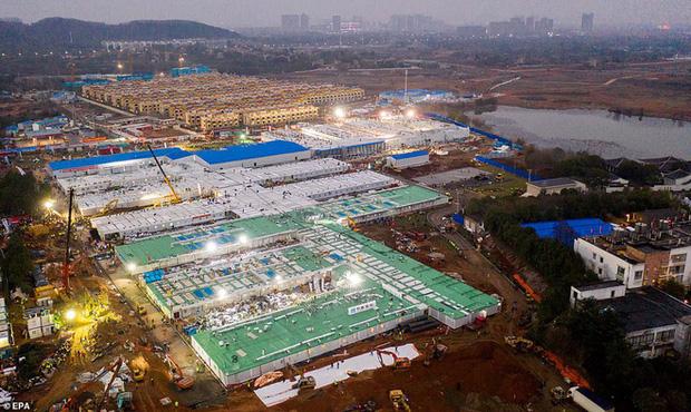 Virus corona: Bên trong bệnh viện dã chiến 1.000 giường vừa được xây dựng thần tốc tại Vũ Hán - Ảnh 1.