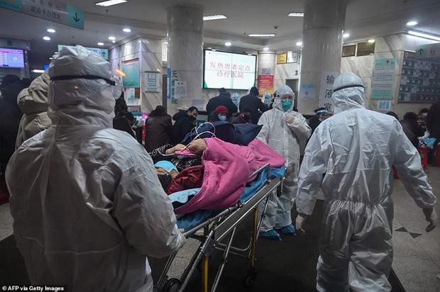 Virus corona: Bên trong bệnh viện dã chiến 1.000 giường vừa được xây dựng thần tốc tại Vũ Hán - Ảnh 2.