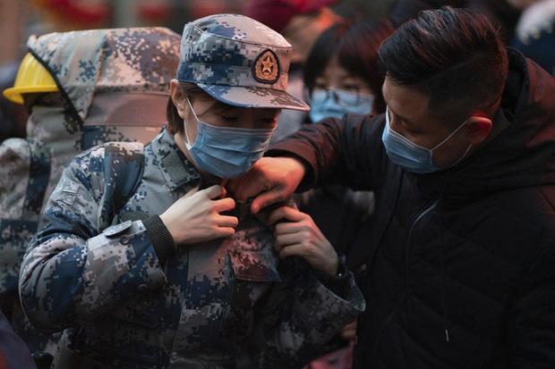 Virus corona: Bên trong bệnh viện dã chiến 1.000 giường vừa được xây dựng thần tốc tại Vũ Hán - Ảnh 8.