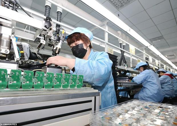 Virus corona: Bên trong bệnh viện dã chiến 1.000 giường vừa được xây dựng thần tốc tại Vũ Hán - Ảnh 9.