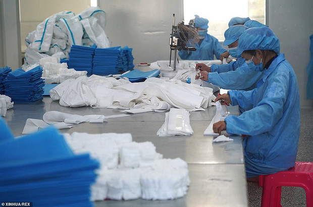 Virus corona: Bên trong bệnh viện dã chiến 1.000 giường vừa được xây dựng thần tốc tại Vũ Hán - Ảnh 10.
