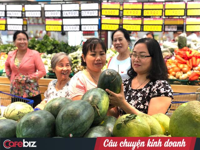 Thanh long gặp khó, Saigon Co.op hỗ trợ thu mua từ vườn, bán không lợi nhuận với giá từ 4.800 đồng/kg - Ảnh 1.