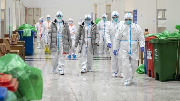 Trung Quốc cử đội điều tra tới Vũ Hán sau cái chết gây chấn động của bác sĩ đầu tiên cảnh báo virus corona - Ảnh 2.