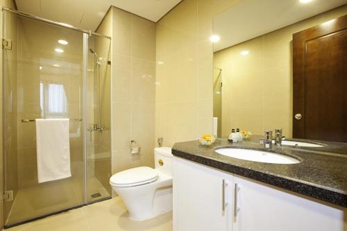 Khu vực phòng tắm, nhà vệ sinh đặt giữa nhà sẽ không tốt.