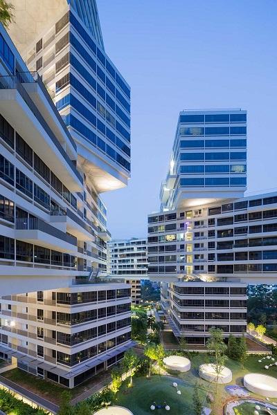 """Trên nóc mỗi tòa nhà đều có vườn cây, tạo nên cảnh quan của những khu vườn """"lơ lửng""""."""