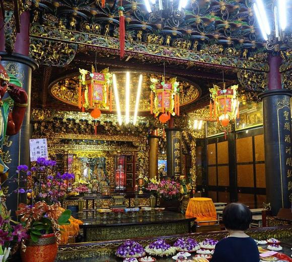 Chính điện của ngôi đền tại thành phố Đài Bắc, nơi Terry Gou sống cho đến khi học xong trung học.