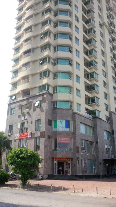 """Tòa nhà No09B2 - KĐTM Dịch Vọng, nơi có hàng chục hộ dân """"mỏi mắt"""" chờ sổ đỏ."""