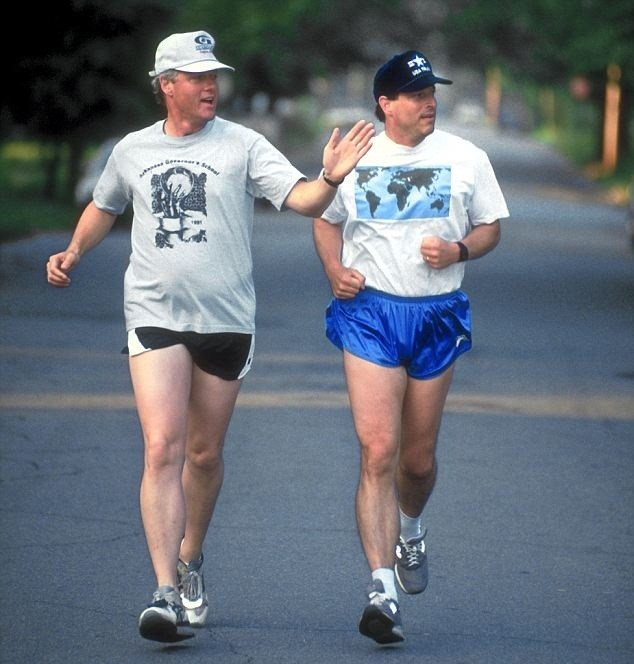 Bên cạnh thời gian hoạt động chính trị, cựu Tổng thống Mỹ Bill Clinton cho thấy ông cũng là người rất đam mê thể thao.