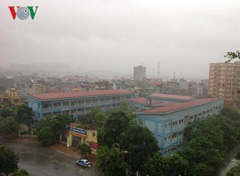 Hà Nội vẫn đang mưa to, gió lớn