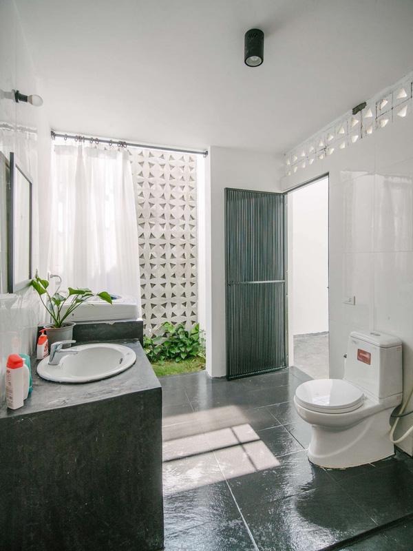 Khu vệ sinh thiết kế theo hơi hướng spa.
