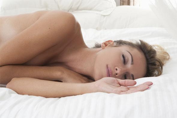 Ngủ khỏa thân giúp làn da dễ thở và hạ nhiệt độ cơ thể.