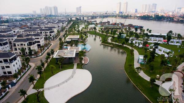 Công viên nằm sát sông Sài Gòn, cho đến thời điểm hiện tại, đây là công viên ven sông có quy mô và giá trị đầu tư lớn nhất của cả nước.