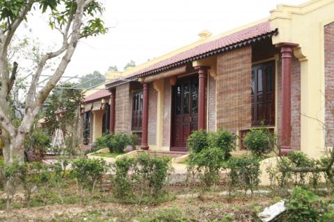 Chưa được cấp phép, Điền Viên Thôn vẫn mở cửa đón khách nghỉ dưỡng. Ảnh: BGT