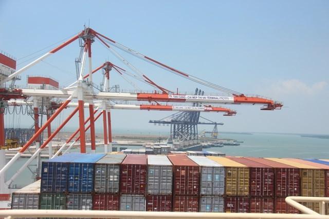 Việc hàng hóa Việt Nam xuất thẳng sang bờ Đông của Hoa Kỳ giúp giảm chi phí, tăng tính cạnh tranh hơn trên thị trường Hòa Kỳ. Ảnh: Phan Tư
